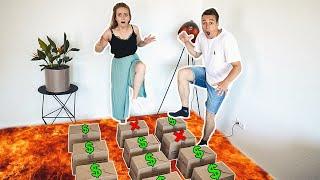 Trete NICHT auf die FALSCHE Mystery Box! 100€ oder NICHTS! 💰 Mit Carina Spoon   Max und Chris