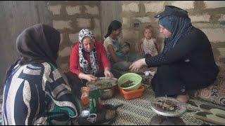 اللاجئون السوريون في لبنان.. رغم الصعوبات يبتهجون بقدوم العيد