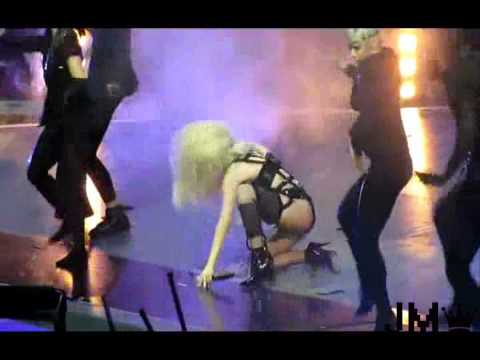 Lady Gaga FAIL (Lady Gaga falls on stage) -Slow Motion-