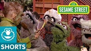 Sesame Street: Grouch Eye for the Nice Guy (with Oscar)