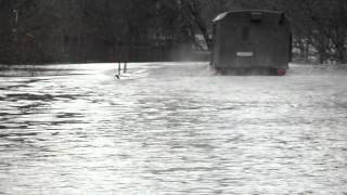 Река разлилась,но ГАЗ 66 это не пугает...