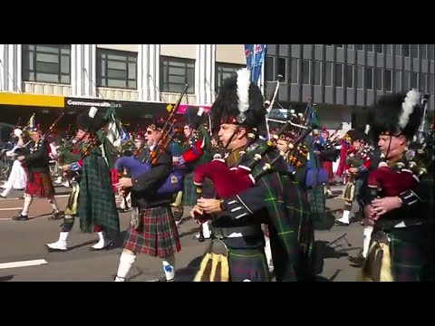 ANZAC Day Sydney 2015 Massed Pipe (Bagpipe) Bands