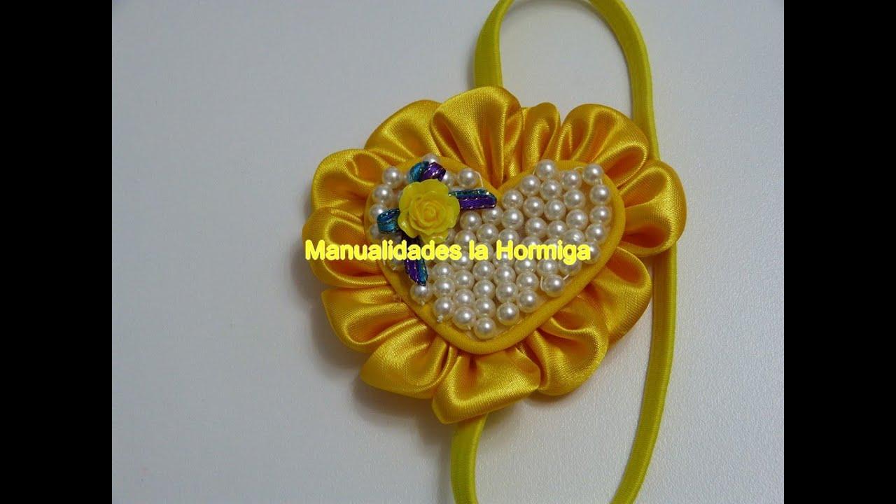 Mo o corazon para el cabello decorado con perlas y petalos for Decorar con lazos