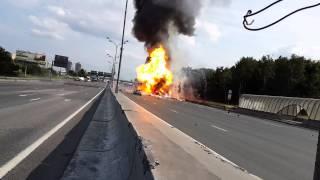 Взрыв Газели(isuzu) и газовых баллонов на МКАДе 13.07.2013. Explosion of a truck in Moscow(http://www.youtube.com/watch?v=T-5xGBalczI- РЕГИСТРАТОР СНЯЛ НАЧАЛО АВАРИИ! http://www.youtube.com/user/maverikukraine- смотрите ..., 2013-07-15T10:36:56.000Z)