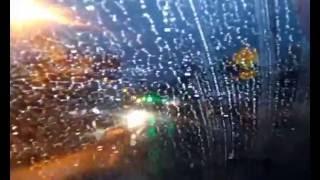 Dirigir à noite com chuva forte