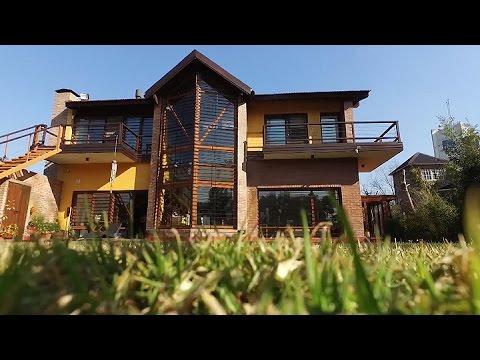 La lujosa casa de l pez por dentro relojes joyas y m s de 400 botellas youtube - La casa del compas de oro ...