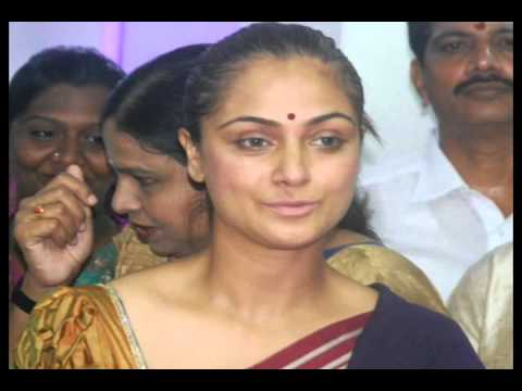 Simran comes with family for shooting