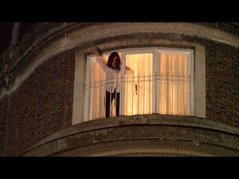 A horas de declarar, Cristina volvió a saludar a la militancia