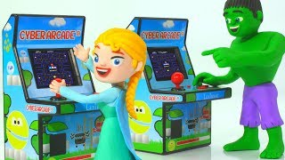 Frozen Elsa & Hulk Play Pac-Man Game ❤ Superhero Play Doh Cartoons & Stop Motion Movies