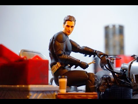 Medicom Mafex Christopher Nolan Batman Begins Movie BATMAN Action Figure Review