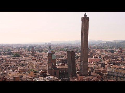 Bologna, la bellezza della Torre premiata da Lonely Planet