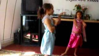 meninas dancando musica da india.