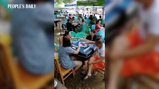 Mahjong lovers in SW China's Chongqing find a way to stay cool and have fun in the summer heatwave!