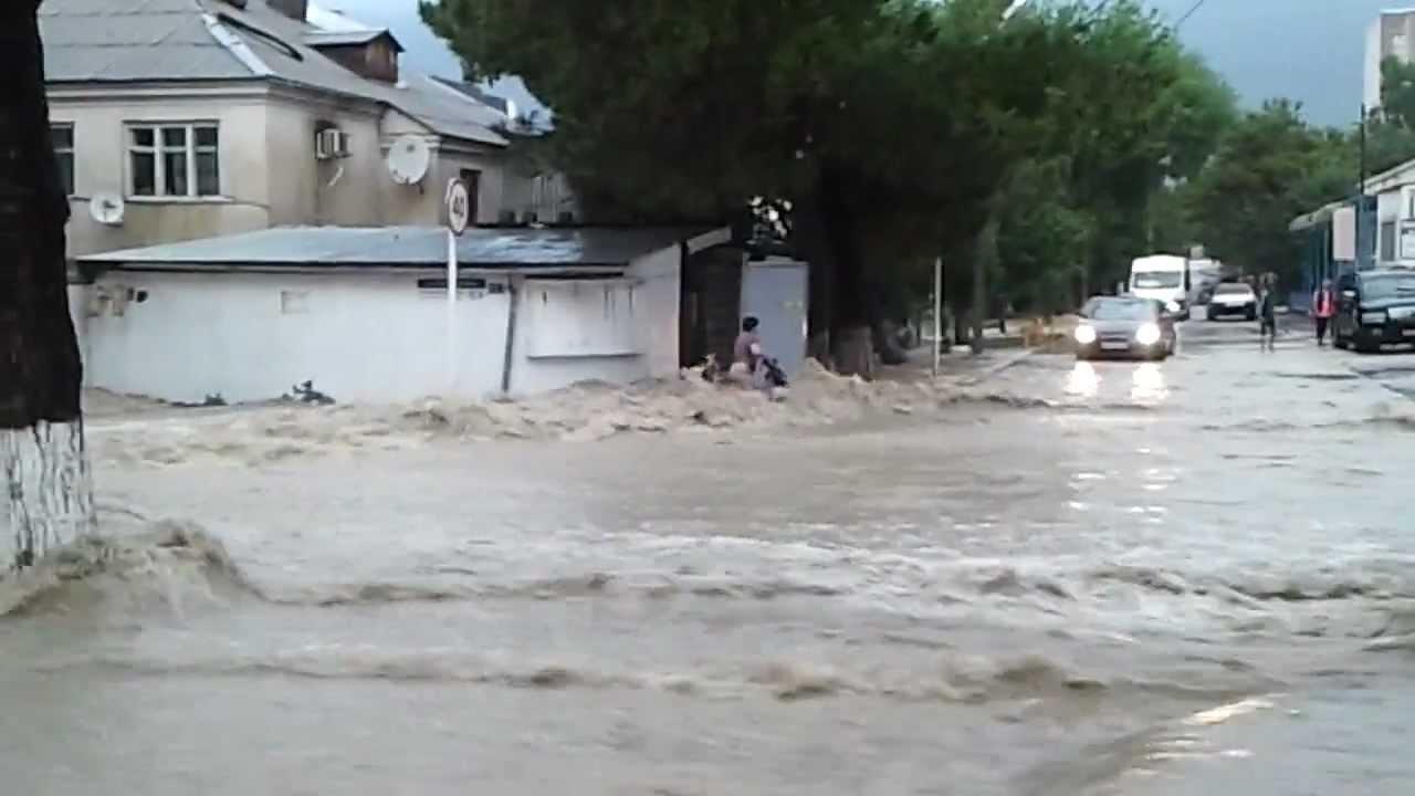 Потоп в Геленджике ул.Островского 154 06.07.2012.avi - YouTube