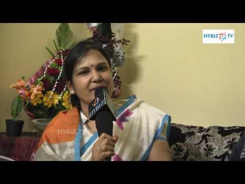 Mr World 2016 Rohit Khandelwal Mother Suman Latha Khandelwal - hybiz