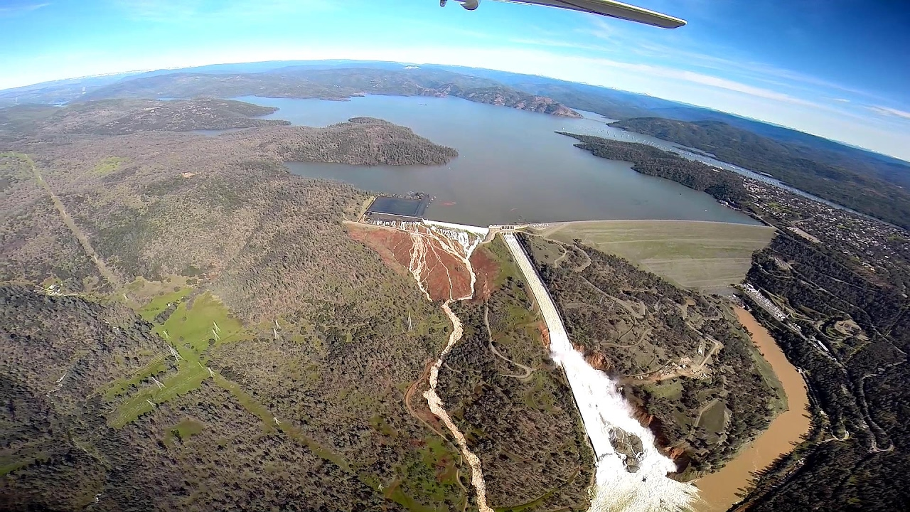 California's Oroville Dam Spillway Collapsing with Potential for  Catastrophic Flooding