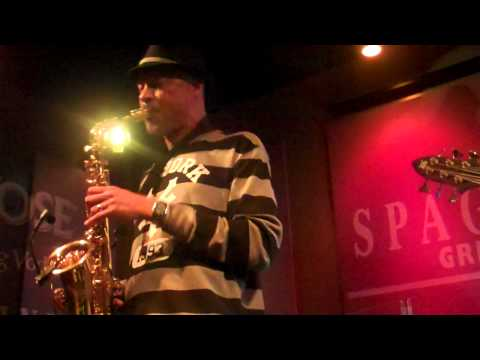 "Tom Braxton - ""This Masquerade"".- Live @ Spaghettini's"