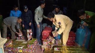Nghệ An bắt ô tô bán tải vận chuyển 450kg pháo hoa trái phép