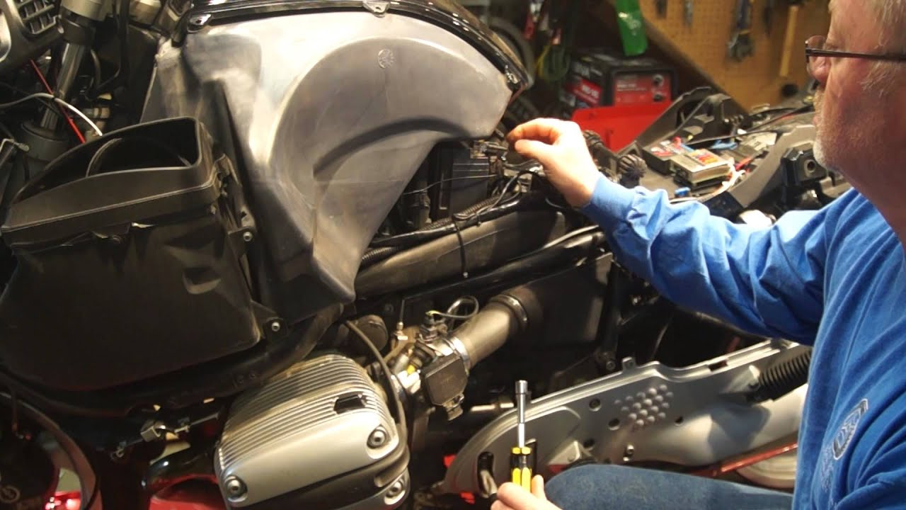 hight resolution of motorcycle fuel injector cleaning