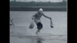Бабка скачет по волнам. Смех до слез!