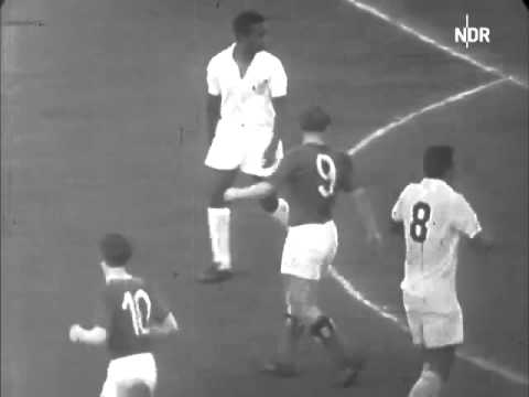 Uwe Seeler vs Santos FC 1962