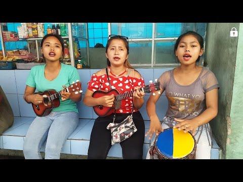 Tiga gadis cantik pengamen bus main okulele dan jimbe kendang afrika nya KEREN BANGET