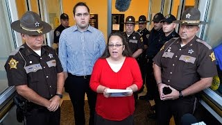 Kim Davis Back At Work, Still Not Doing Her Job