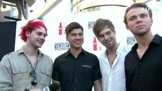 5 Seconds of Summer Red Carpet Interview - AMAs 2015