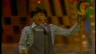 """Festival """"Juguemos a cantar"""" canción: """"Caballo de palo"""" cantada por Juanito Farias"""