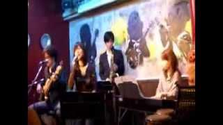たまが歌っています♪ 加藤登紀子さんの作品をCoverしています。 Coup de Coeurの二人とよんたま、Percussionのポッキーがサポート という、素敵なバッ...