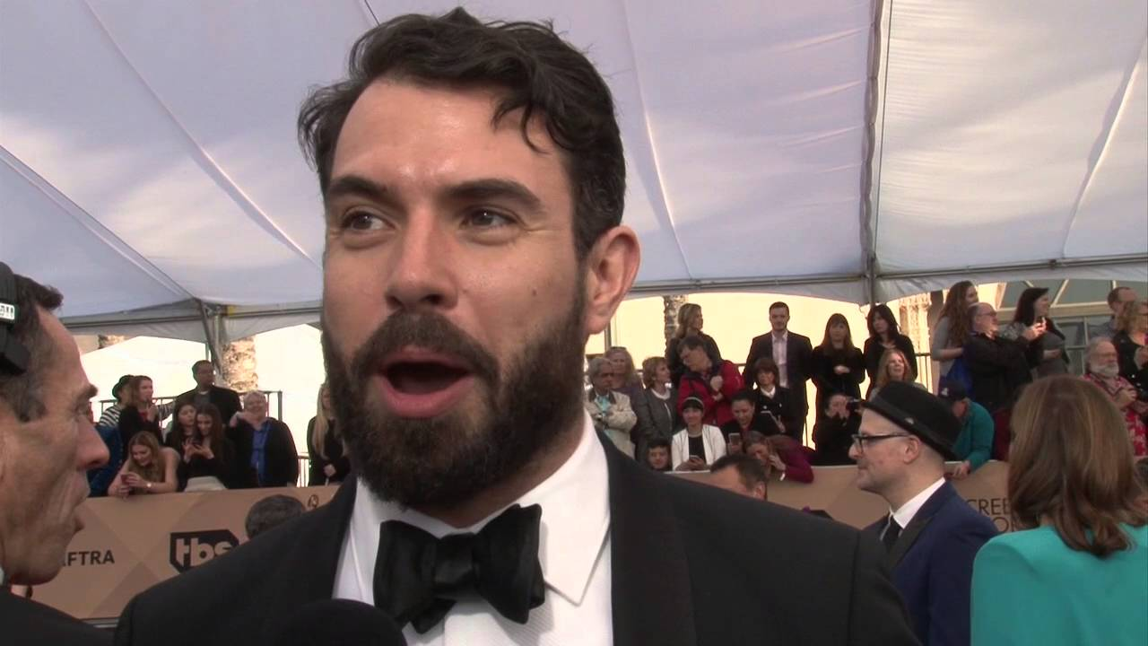 tom cullen exclusive interview at sag awards carpet