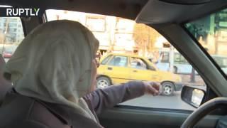 إم النور.. سائقة التاكسي الوحيدة في حلب