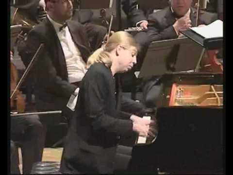 Denis Kozhukhin avec l'Orchestre Philharmonique du Maroc en concerto no.1 de mendelssohn