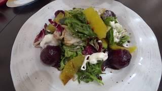 Салат с печеной свеклой и сыром страчетелла