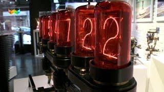 ニキシーチューブを使ったレトロな時計 MB&F M.A.D.Gallery Time Machine With Old Nixie Tubes