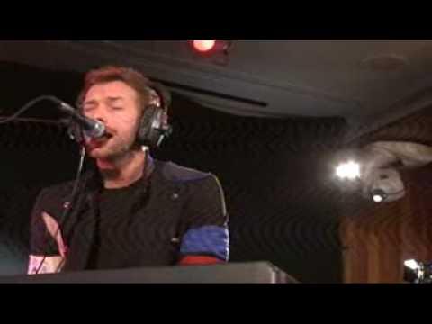Chris Martin Performs Viva La Vida 1/30