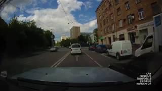Смотреть видео ДТП 13.06.2018 LR Discovery vs Toyota Camry Москва, Талалаева онлайн