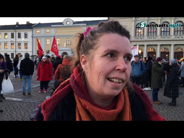 VIDEO: Samhällsnytts reporter angrips på Refugees Welcomes demonstration -
