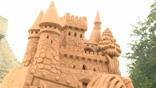 Sand sculpture lesson at Warwick Castle