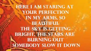 Repeat youtube video Maroon 5 - Daylight (Lyrics)