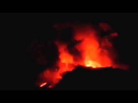 Soputan volcano erupted in the evening (6th Feb 2016)