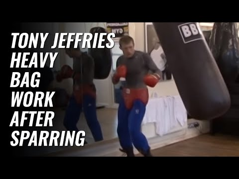 Tony Jeffries heavy bag work after sparring 2009