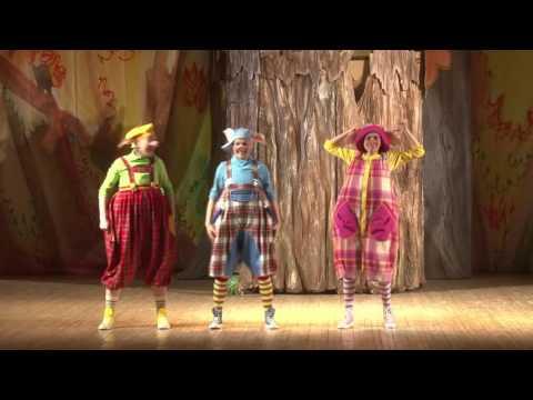 Спектакль «Три поросёнка» в театре «Цартцыно»...