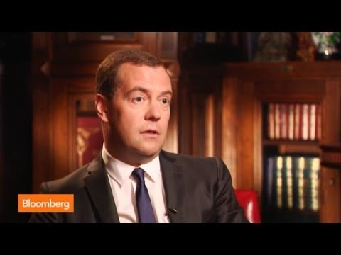 Dmitry Medvedev: Don't Want Visa, MasterCard to Leave Russia
