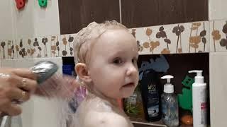 Как помыть голову ребенку после года, после 2 лет БЕЗ слез!