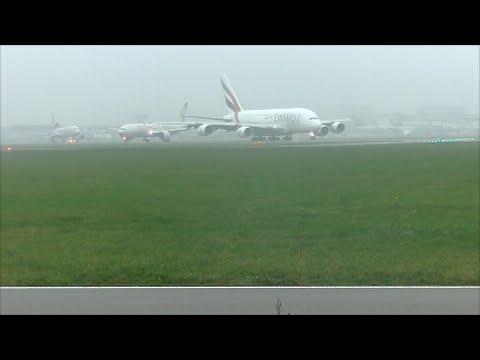 Emirates Airbus A380 op Schiphol Airport,  vlucht EK0147/EK0148