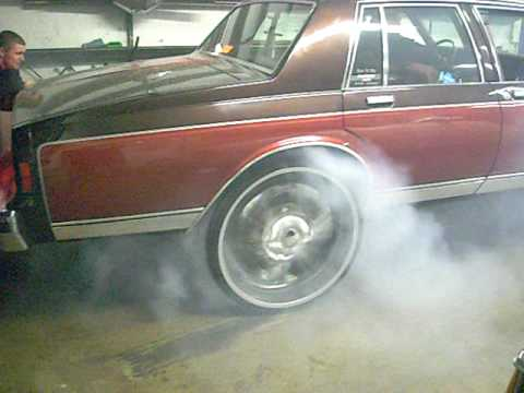 BET IT UP KUSTOMS  BIG BLOCK BOX 454 ON 28'S SHOP BURNOUT