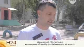 Во дворе дома по улице Бабаевского, 35 корпус 3 упало дерево на машину 16+(, 2014-08-29T11:41:43.000Z)