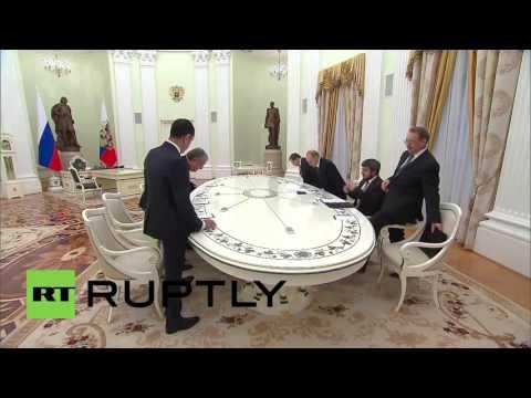 Russia: Putin meets former Lebanese PM Hariri for Syria talks