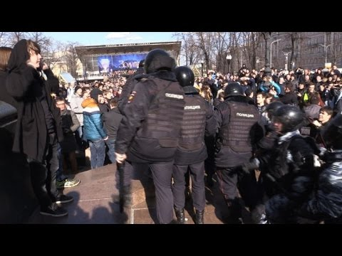 Des milliers de Russes manifestent contre la corruption